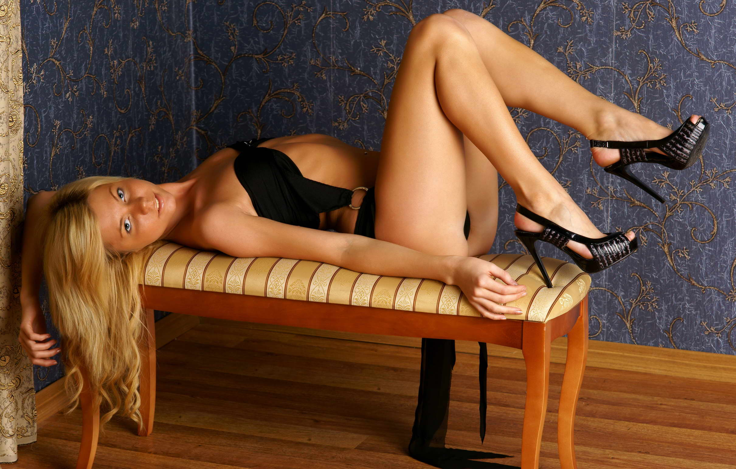 London escorts - young blonde